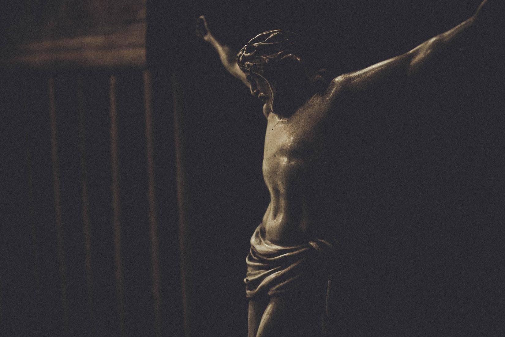 Jesus Christ crucifix statue